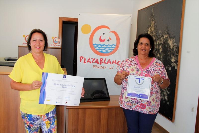 La oficina de turismo de playa blanca obtiene el sello for Oficina turismo lanzarote