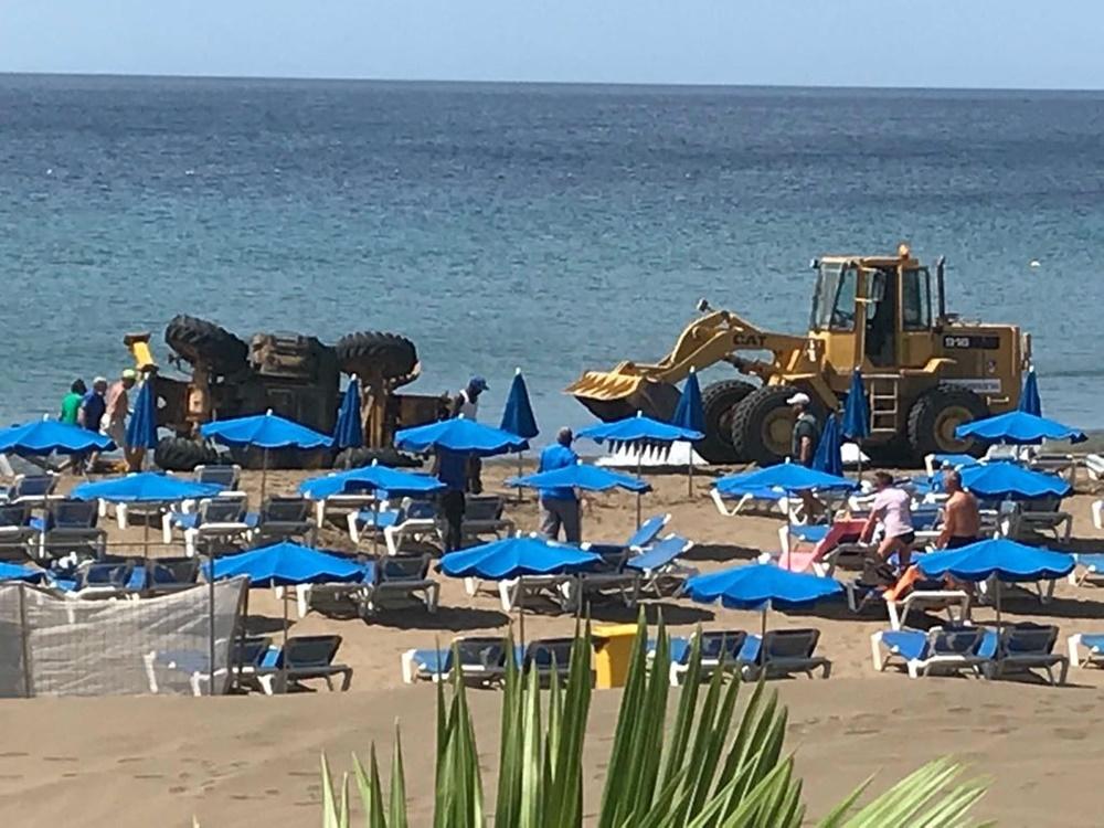 A poco de un derrame de combustible en la Playa Grande de Puerto del ...