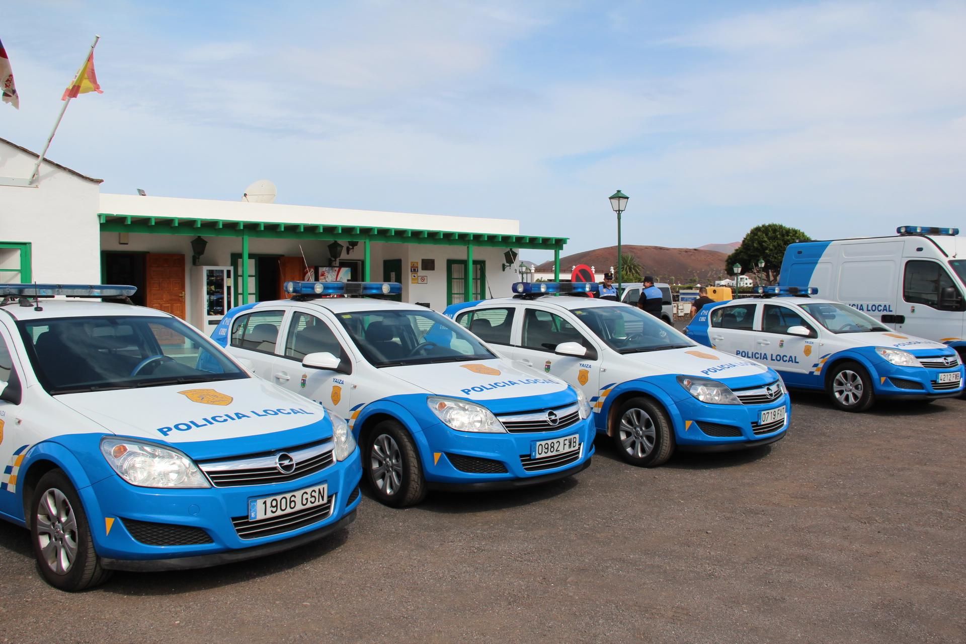 Yaiza saca a licitaci n la compra de coches nuevos para la for Compra de comedores nuevos