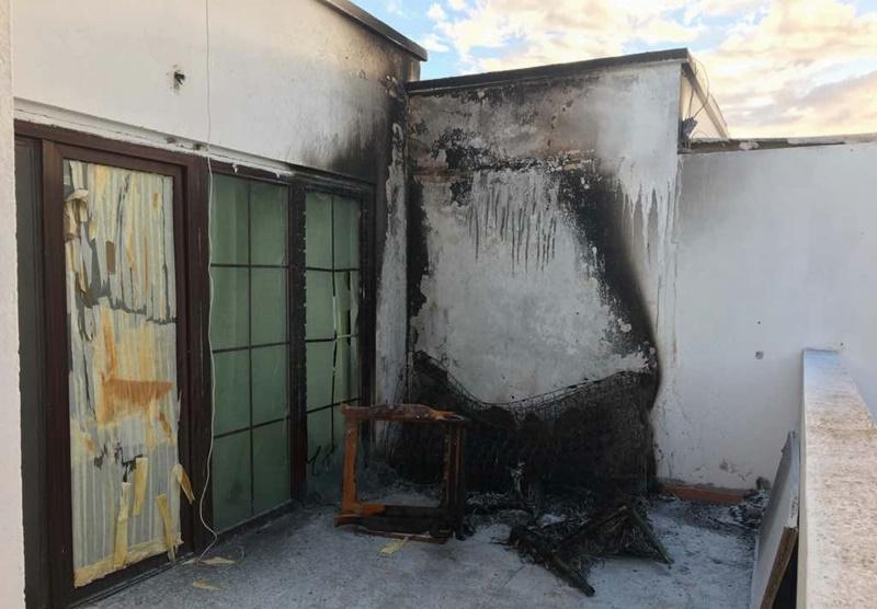 Incendio en la terraza de una vivienda de playa blanca - Colchones para terraza ...