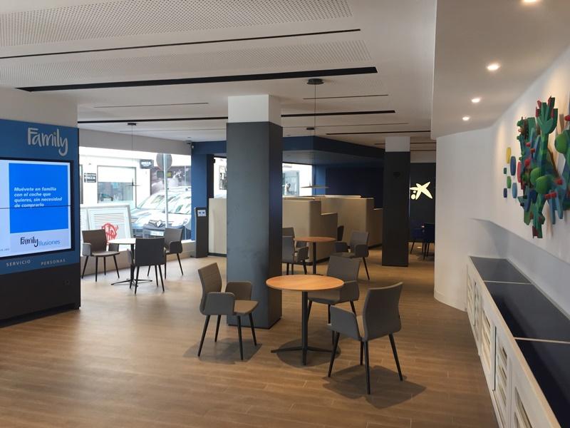 Caixabank abre en arrecife su primera oficina modelo store for Horario apertura oficinas la caixa