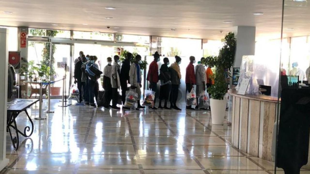 El Gobierno ha ubicado en hoteles de Canarias a 2000 inmigrantes - Lancelot  Digital